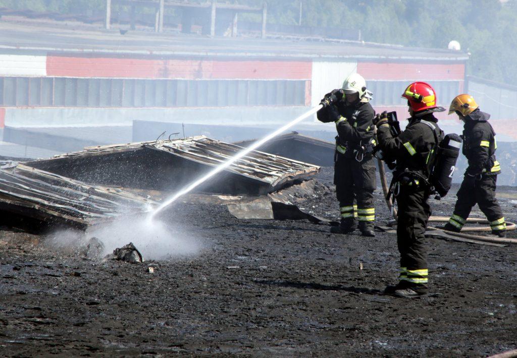 Крупный пожар на автосервисе в Зеленограде потушен