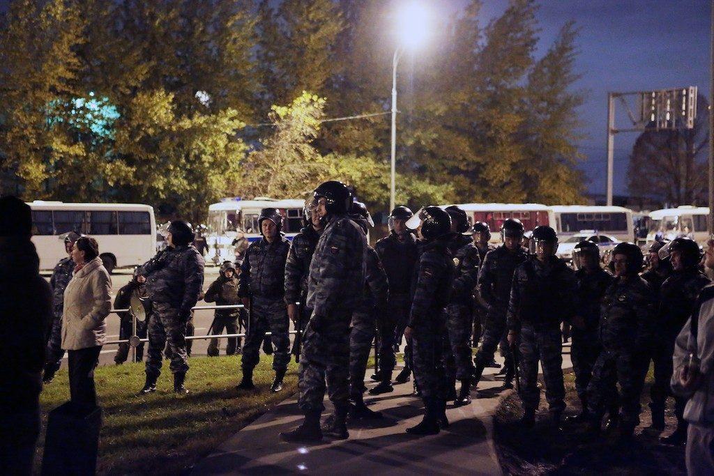 Полиция проверит все столичные кладбища после драки на Хованском
