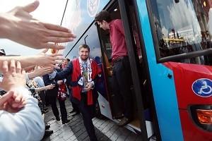 Болельщики приветствуют Сборную России по хоккею. Фото архивное.