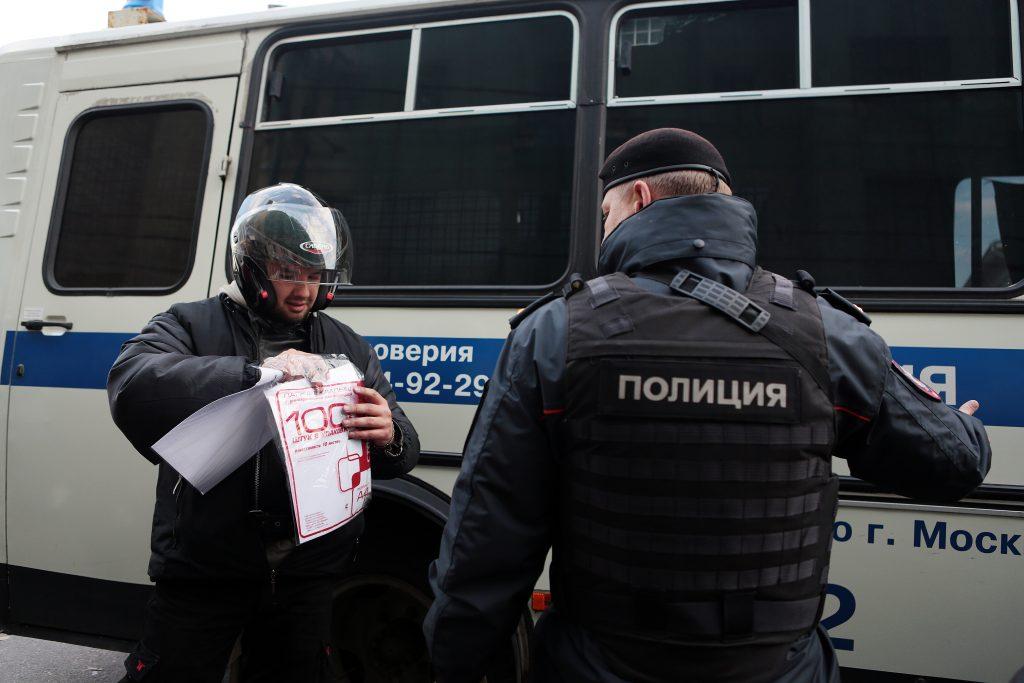 Неизвестный застрелил трех человек на Киевском шоссе в Москве