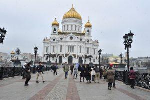 Выпускникам православной школы вручат аттестаты в Храме Христа Спасителя.