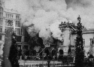 Грандиозный пожар Московского императорского Малого театра и Александровского пассажа, 1914 год. Фотоахив Wikipedia