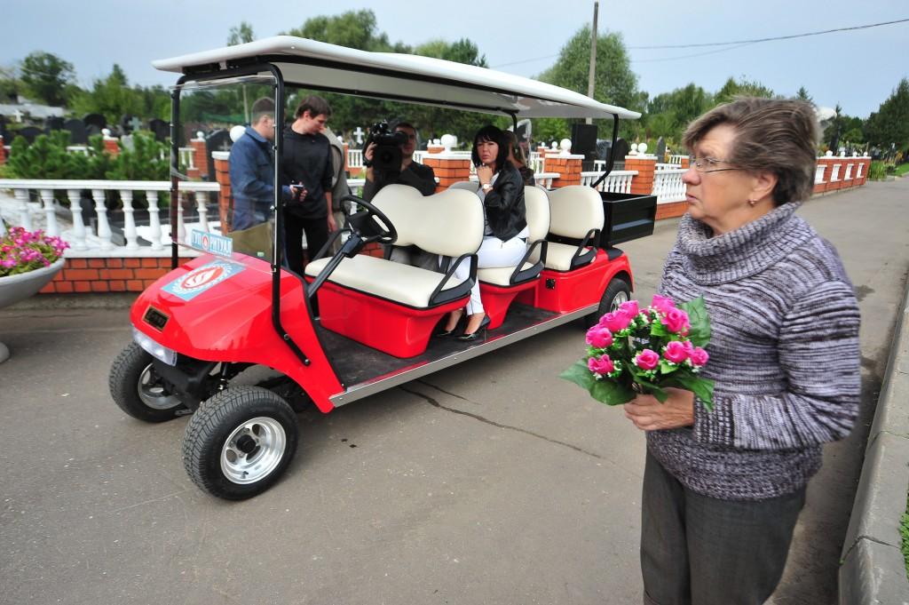 Бесплатные электромобили появятся еще на двух московских кладбищах