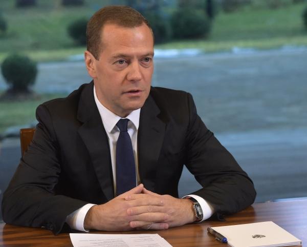Дмитрий Медведев запретил опасное вождение на дорогах России