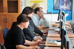 Учителя и методисты школ проходят курсы по использованию улучшенной версии электронного дневника. Фото: архивное.