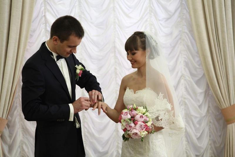 На Красную горку в Новой Москве сыграли 38 свадеб
