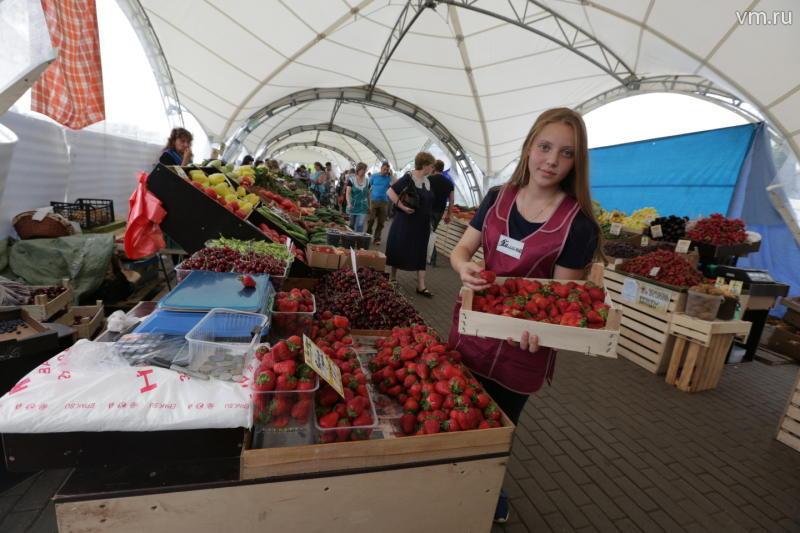 В июне торговать свежей клубникой начнут на 135 площадках в Москве