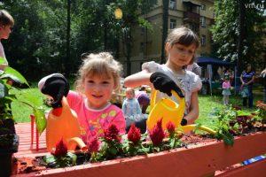 Горожане посадят овощи на грядках в столичных парках