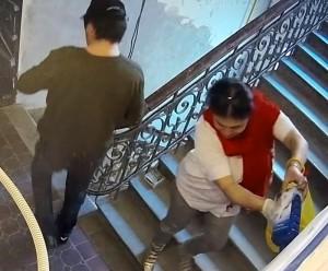 Дверь в квартиру журналистки Божены Рынски испортила семья с детьми
