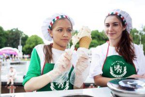 """На аукцион выставили 138 тележек «Мороженое». Фото: архив, """"Вечерняя Москва"""""""