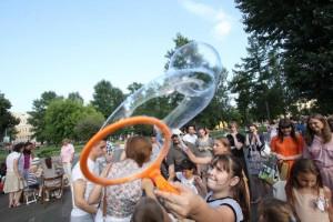 """На концерте в Елисаветинском храме для детей устроили шоу мыльных пузырей. Фото: архив, """"Вечерняя Москва"""""""