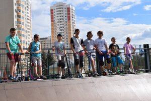 В Московском отпраздновали международный день скейтбординга. Фото: Надежда Шмелева