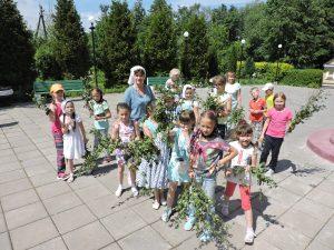 Школьники Мосрентгена посетили храм Святой Животворящей Троицы. Фото предоставлено представителями школы