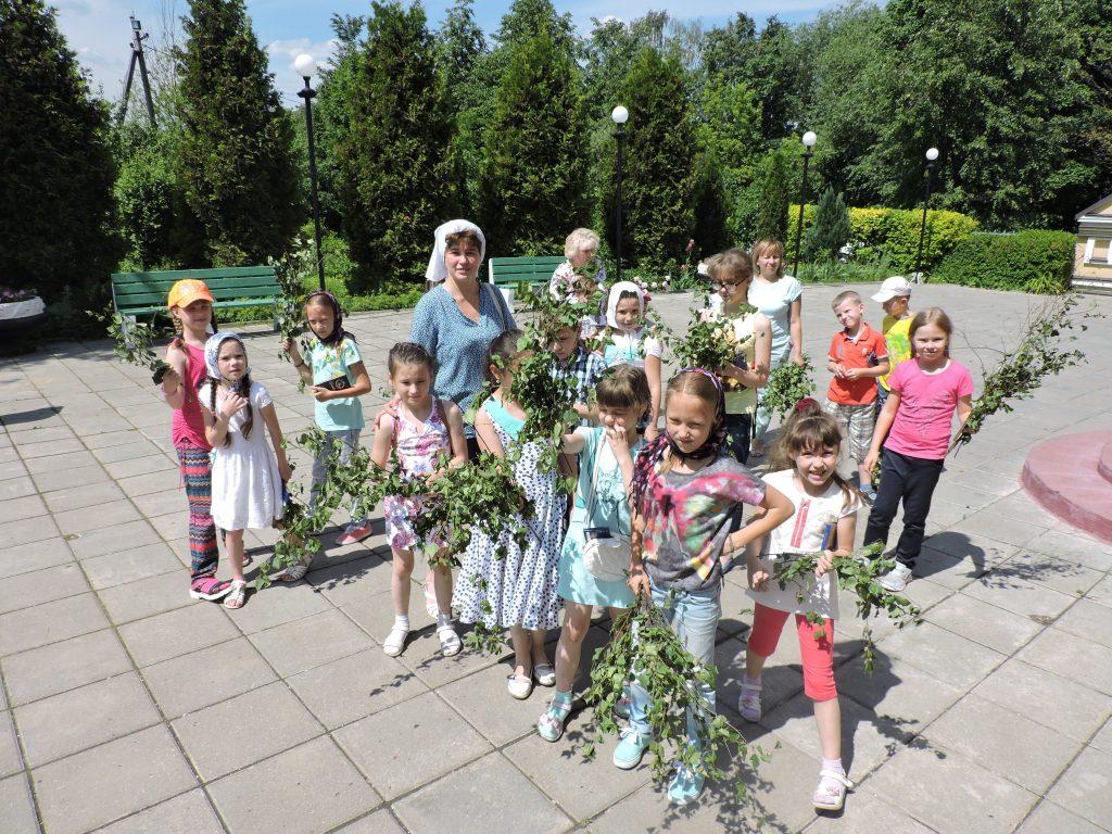 Дети из школы 2070 посетили храм Святой Животворящей Троицы