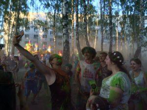 25 июня 2016 года. Фестиваль красок «Холи» и «Ударный фест» в поселке Красная Пахра. Фото: Карина Вечеркина.