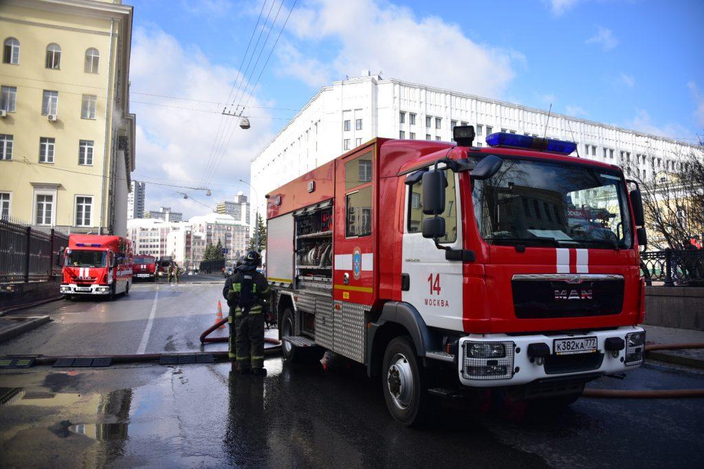 Из пожара на востоке Москвы спасли троих детей