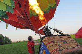 Анатолий Сидоров на себе испытал полет на воздушном шаре.