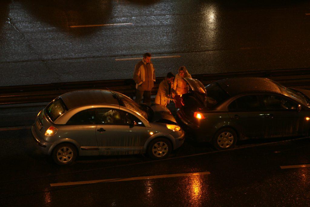 После ДТП на Варшавском шоссе разлилось топливо