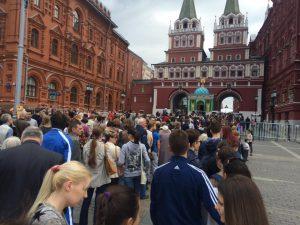 5 июня 2016 года. Очередь на Книжный фестиваль «Красная площадь». Фото: Карина Вечеркина.
