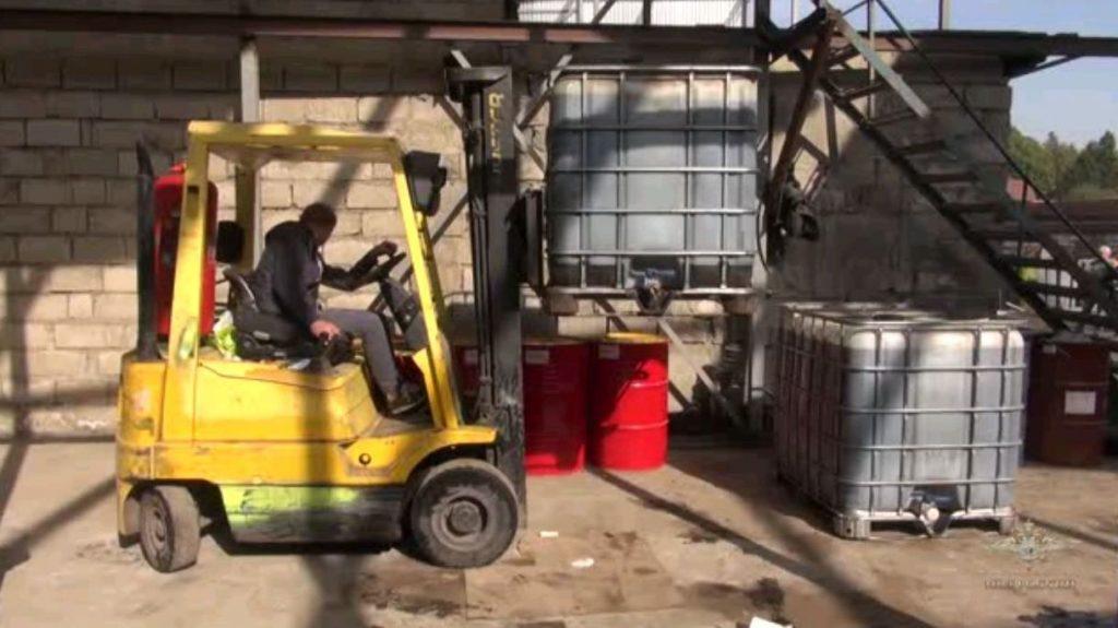 Производство поддельного моторного масла раскрыто в Новой Москве