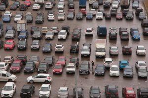 """Парковочное пространство на ВДНХ увеличилось до пяти сотен машино-мест. Фото: архив """"ВМ"""""""