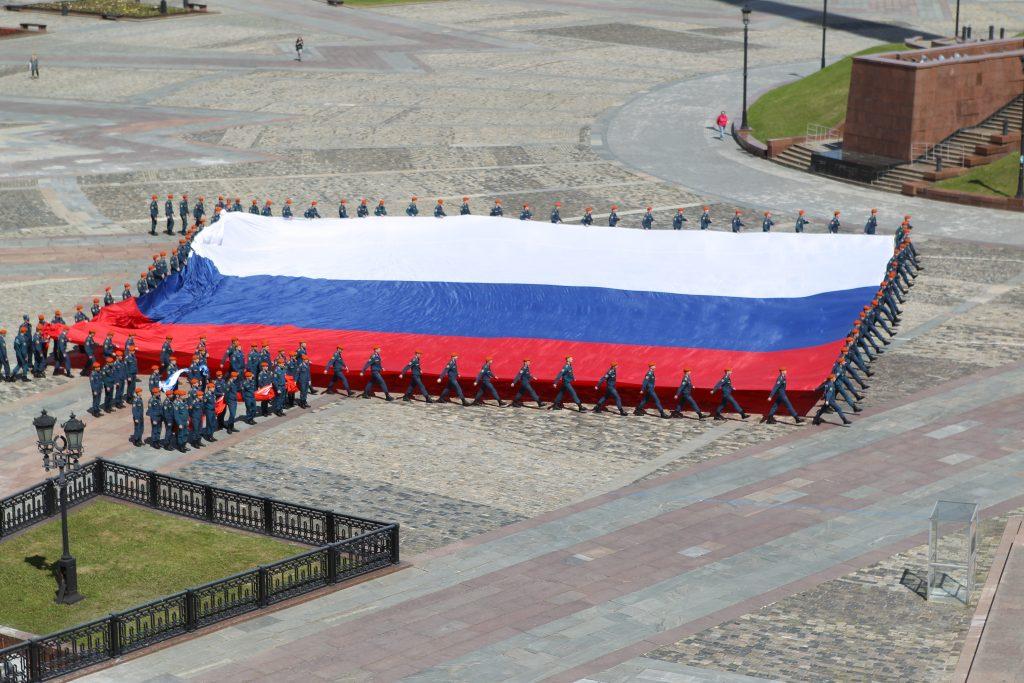 """В Москве развернули самый большой флаг. Фото: архив """"ВМ"""""""