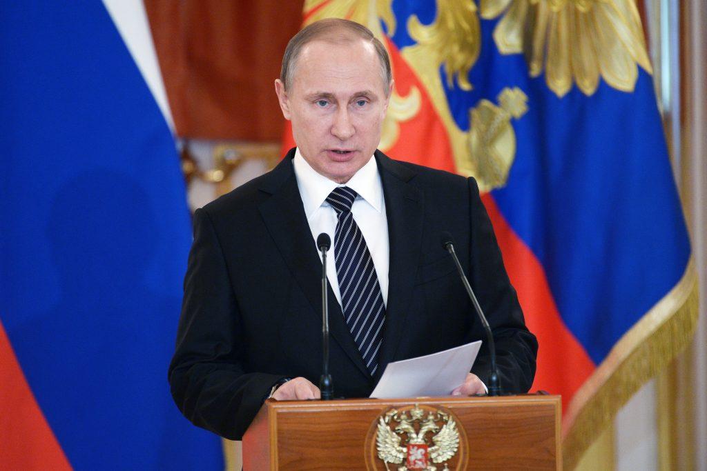 Владимир Путин повысил МРОТ в России
