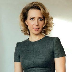 Телеведущая Яна Чурикова: Свое любимое сэлфи я сделала на Саяно-Шушенской ГЭС. Фото: Википедия.
