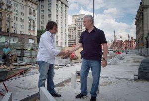 Сергей Собянин прошел по обновленным и еще ремонтируемым улицам. Фото: пресс-служба мэрии Москвы.