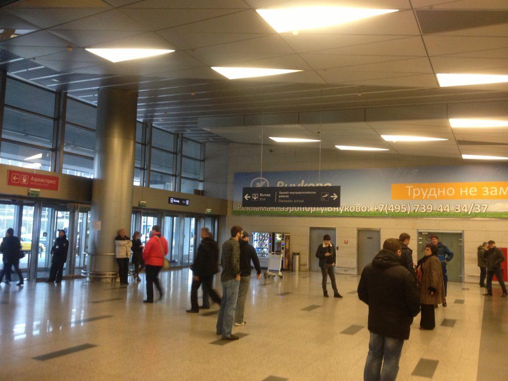 У стойки регистрации во аэропорту Внуково умер пожилой пассажир