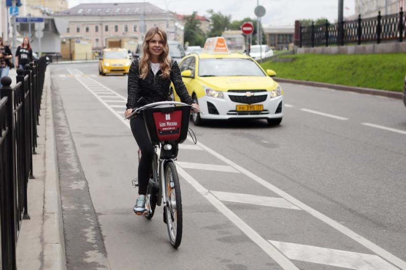 Все строящиеся дороги Новой Москвы оснастят велодорожками и тротуарами