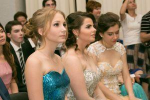 24 июня 2016 года. Троицк. Каждая выпускница поражала нарядом. Фото: Александра Тощевикова.
