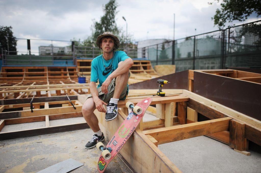 4 июля 2016 года, Троицк. Александр Кулиев отдыхает - часть построенного им скейт-парка готова