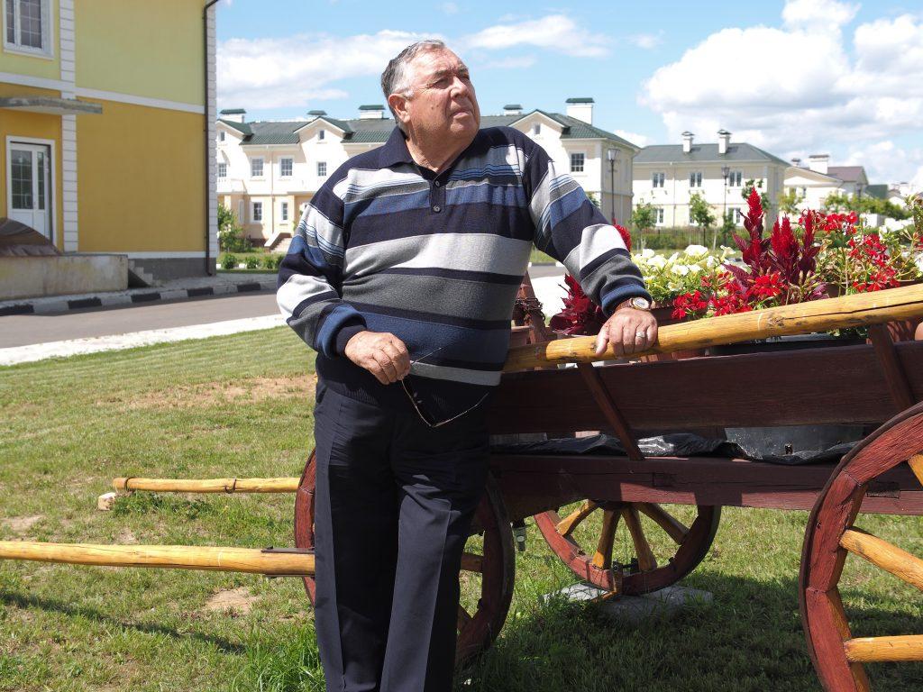 11 июля 2016 года. Остафьево. Анатолий Петров построил парк для жителей.