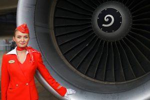 """Стюардесса авиакомпании """"Аэрофлот"""" и самолет Airbus A-320, май 2012 года. Фото: Википедия."""
