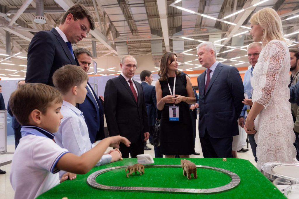 Владимир Путин и Сергей Собянин посетили выставку проектов Агентства стратегических инициатив