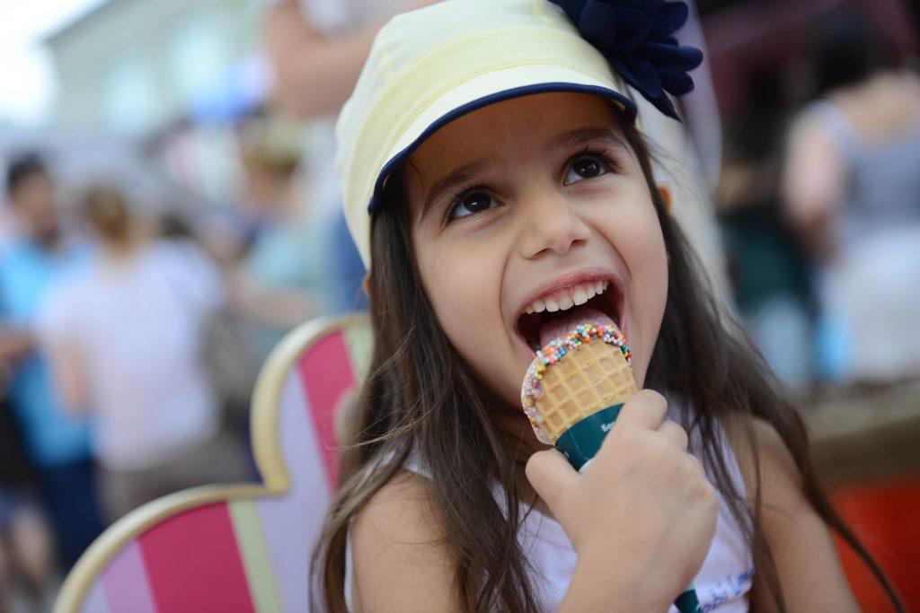 За две недели фестиваля «Московское мороженое» горожане съели почти 100 тонн лакомства