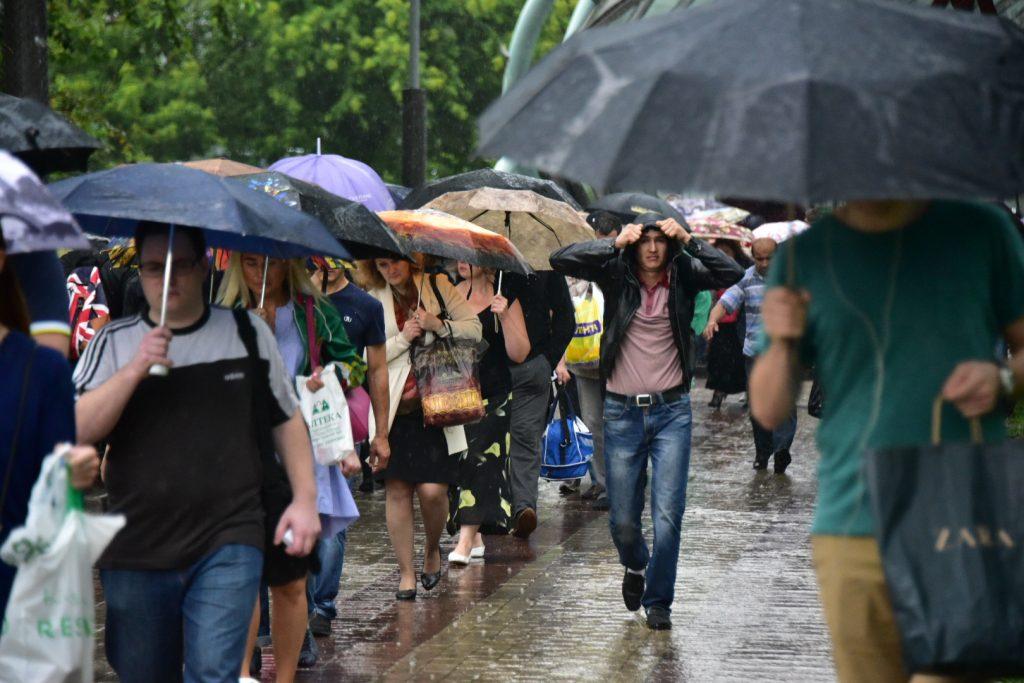 """19 июля с 18:00 ожидается сильный ливень с грозой и ветром. Фото: Антон Гердо / """"Вечерняя Москва""""."""