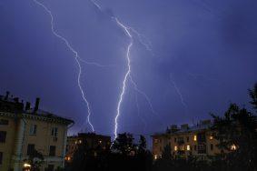 Moscow, Russia. Thunderstorm in Moscow at night. 9Phot ITAR-TASS/Fyodor Savintsev ----- Ðîññèÿ. Ìîñêâà. Íî÷íàÿ ãðîçà â Ìîñêâå. Ôîòî ÈÒÀÐ-ÒÀÑÑ/ Ôåäîð Ñàâèíöåâ