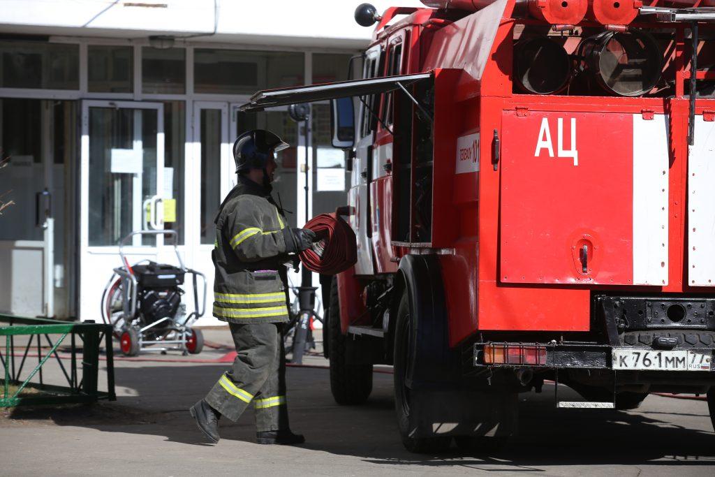 Пожар на строительном рынке Киевского шоссе потушен