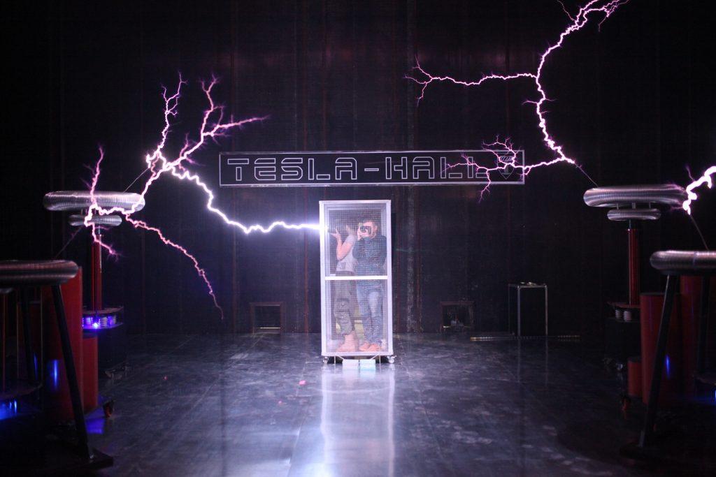 "Никола Тесла поздравил гостей праздника. Фото: архив ""ВМ"""