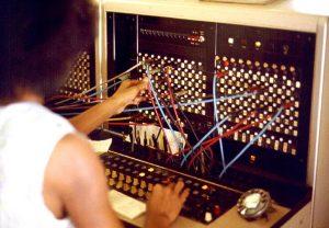 Ручной телефонный коммутатор, 1975 год. Фото: Джозеф Кар, Википедия.