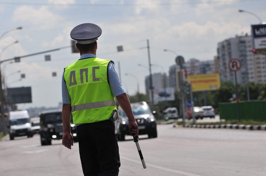 Полиция прибыла на место аварии с семью автомобилями на МКАД
