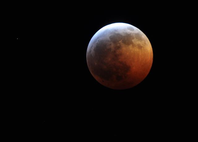 В четверг москвичи увидят слияние Луны и Марса
