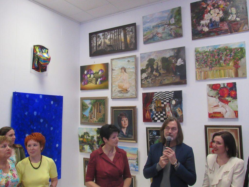 Никас Сафронов на торжественном открытии новой галереи «Стремянка» во Владимире. Фото: Юлия Зелинская.