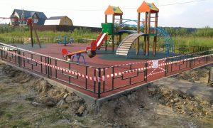 Новая детская площадка в деревне Поляны. Фото: администрация поселения Краснопахорское.