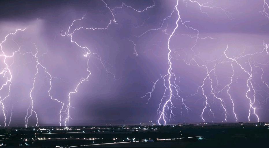 В МЧС прогнозируют сильную грозу 27 июля