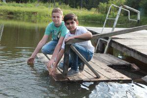 2 июня 2016 года. Киевское. Даниил Городулин (слева) и Даниил Иванов-Зверев на этом самом месте вытащили тонувшего мальчика