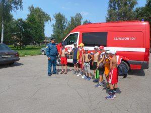 Пожарные проверили лесопарковые зоны около детских лагерей. Фото: пресс-служба Управления МЧСпо ТиНАО.