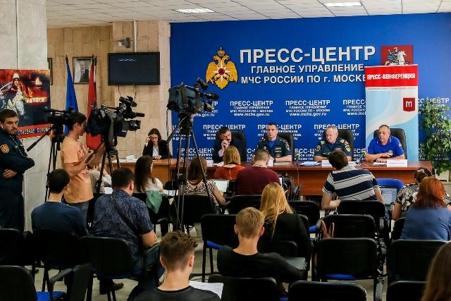 Спасатели обсудили надежность пожарной безопасности в летний период. Фото: пресс-служба Управления МЧС по ТиНАО.